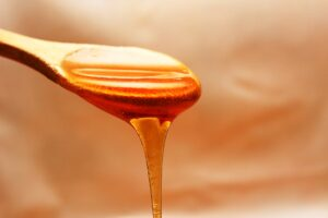 honey is helpful in reducing acne soreness